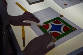 Assembling cut glass on lighbox
